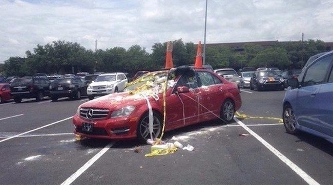 1. Han tog upp 5 parkeringsplatser och fick sin hämd