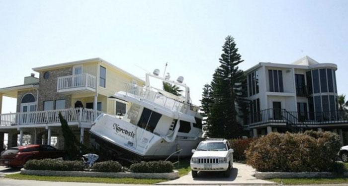 1. Hur kom denna båt dit?