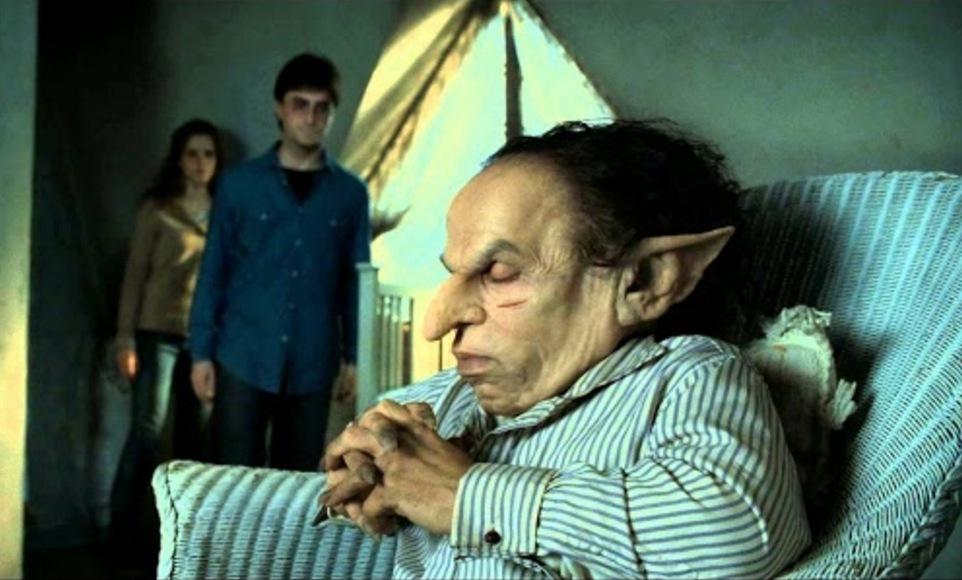 …Förresten, han spelade även Gringotts Goblin i Harry Potter, sjukt nog!