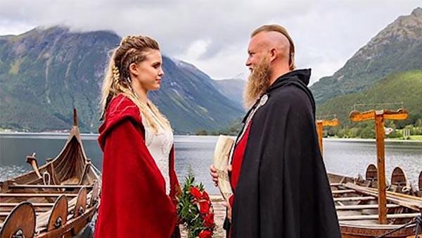 Det här paret väljer ett traditionellt vikingabröllop som inkluderar ett blodsoffer