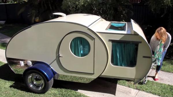 På utsidan ser det bara ut som en leksakshusvagn - men vänta bara tills du får se insidan