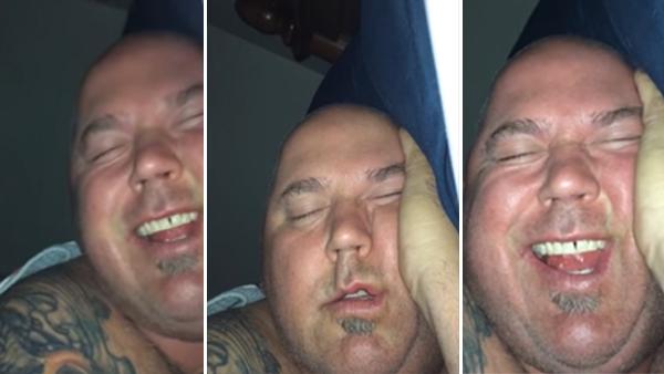Den här sovande killen blev en stjärna efter att hans flickvän lagt ut det här klippet på nätet