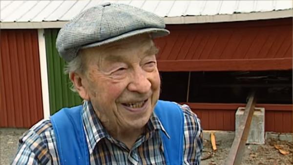 Den här bonden berättar om sitt jobb och ingen förstår ett ord han säger - det här får hela Sverige att vika sig av skratt