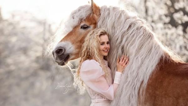 8 helt fantastiska bilder på en tjej när hon är tillsammans med sin majestätiska häst - och de ser ut som tvillingar